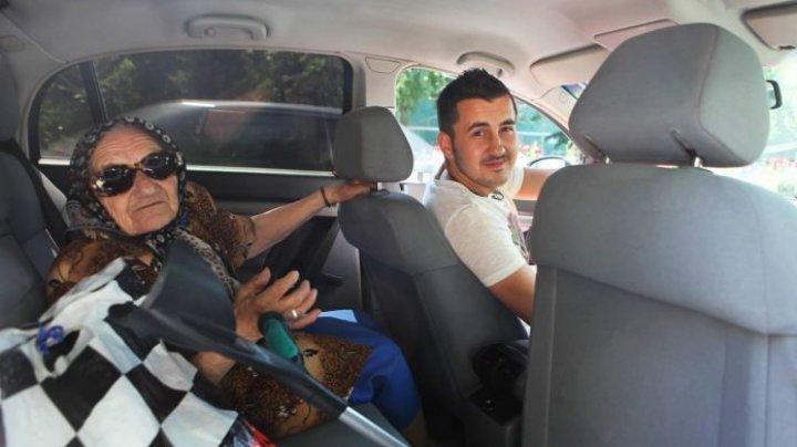 Fericirea e în gesturi mărunte. Câtă bunătate încape într-un taxi? (VIDEO)