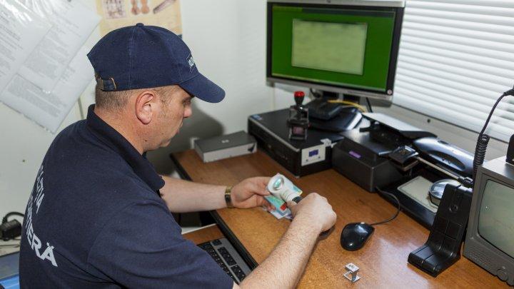 Falsuri în acte, depistate la controlul de frontieră. Doi moldoveni, REȚINUȚI
