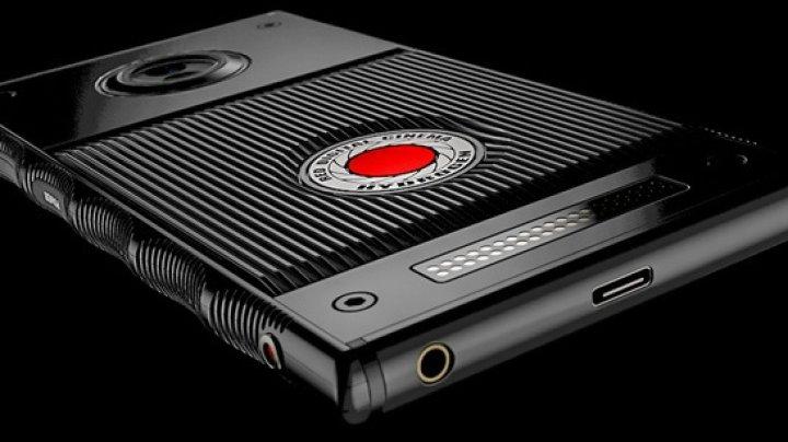 RED Hydrogen One, telefonul cu ecran holografic, a fost amânat