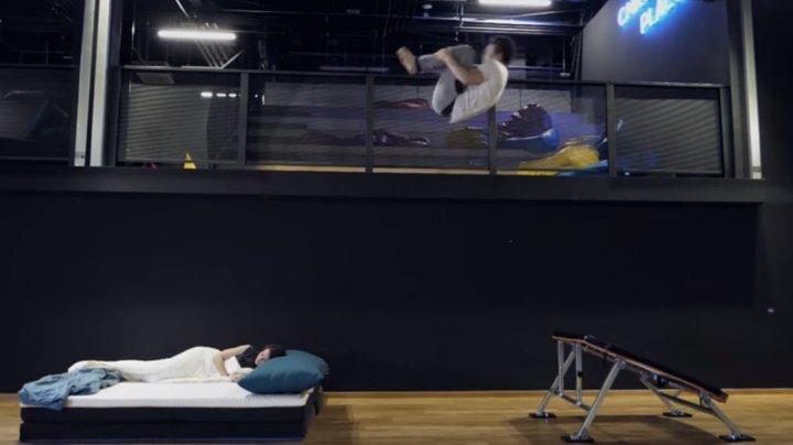 ACROBAŢIE SILENŢIOASĂ. Gaşper Novak a executat salturi în timpul nopţii (VIDEO)