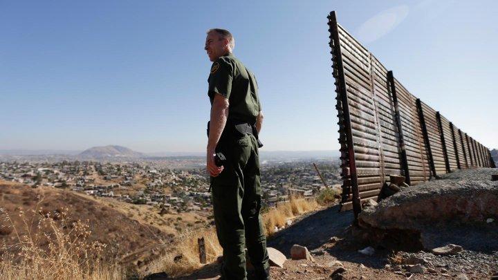 Măsură fără precedent: Administraţia Trump va separa familiile care intră ilegal în SUA