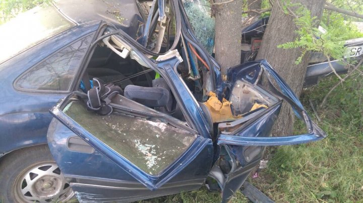Un şofer BEAT şi-a ucis soţia şi copilul în accident. Pe drum de ţară circula cu 90 km/h FĂRĂ PERMIS DE CONDUCERE