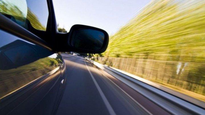 Viteza, bat-o vina! Un şofer a primit 15 PUNCTE DE PENALIZARE după ce a fost prins cu 147 km/h
