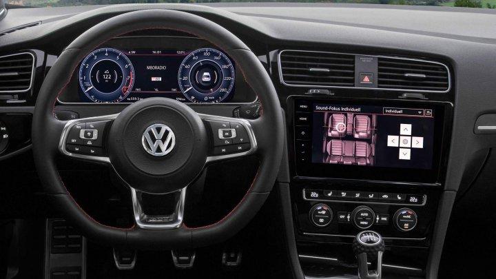 Maşinile Volkswagen dotate cu sistemul de infotainment sunt vulnerabile în faţa hackerilor
