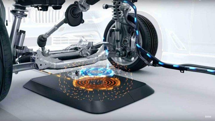 BMW pregăteşte prima staţie dotată cu sistem de încărcare wireless pentru vehicule electrice