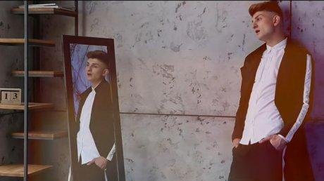 """Johy Davis """"A EVOLUAT"""": Care este a treia floare din noul videoclip (VIDEO)"""