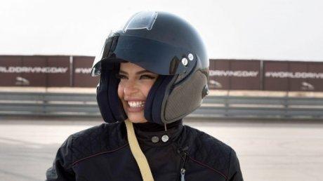 Prima femeie din Arabia Saudită în Formula 1. Aseel Al Hamad a condus un monopost în Franţa