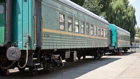 ÎN VACANŢĂ LA VECINI. Mai mulţi moldoveni aleg să meargă în Ucraina cu trenul şi microbuzul