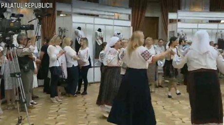 24 iunie, ziua Universală a Iei. Cum este sărbătorit costumul popular autentic poporului românesc la Palatul Republicii