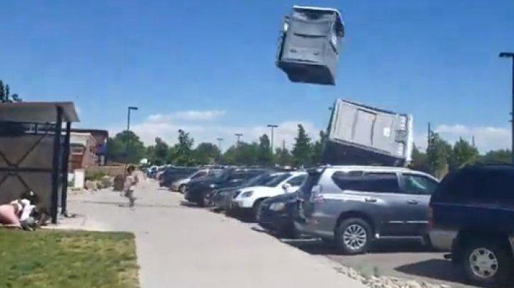 Colorado: Rafalele puternice de vânt au luat pe sus două toalete publice