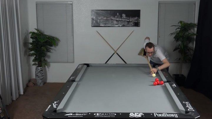 Incredibil. Florian Kohler a realizat trucuri de biliard cu o mătură (VIDEO)