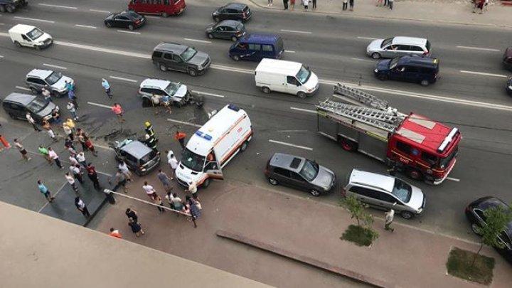 ACCIDENT GRAV în Capitală. Două maşini au fost făcute zob. O femeie, la REANIMARE (FOTO/VIDEO)