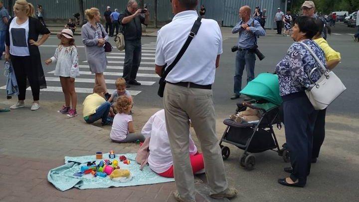 Maia Bănărescu: Copiii NU TREBUIE să fie prezenţi la PROTESTE. Ei sunt supuşi pericolului