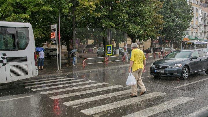 Ploi puternice, vânt şi descărcări electrice. Câte grade vor indica termometrele