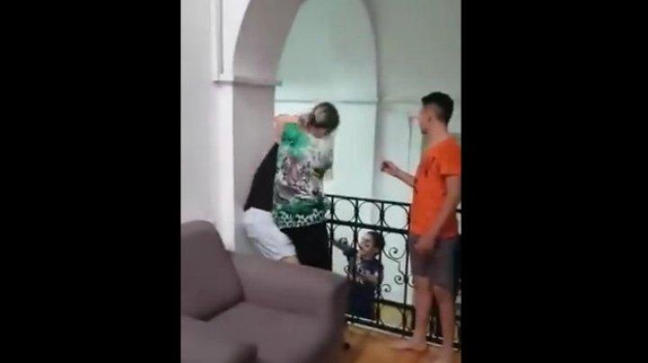 Elevă de la internat, lovită cu pumnii şi ameninţată de o angajată (VIDEO)