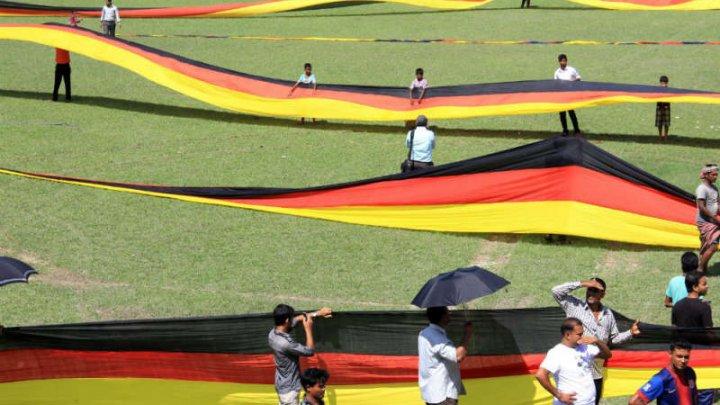 Cupa Mondială 2018: Un fermier din Bangladesh a realizat un steag al Germaniei de 5,5 km lungime
