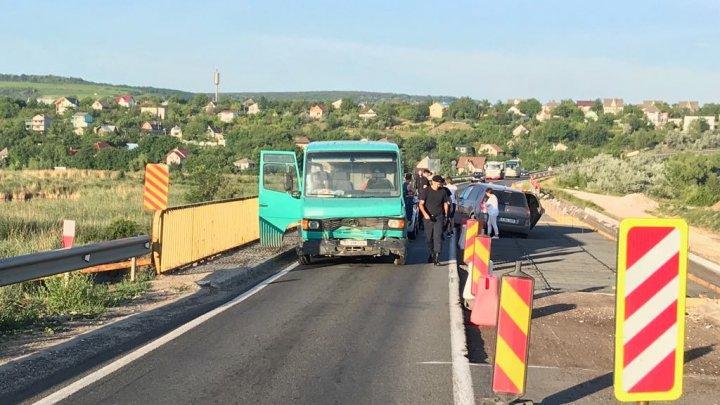Accident în apropiere de satul Suruceni. Circulaţia blocată în zonă (FOTO)