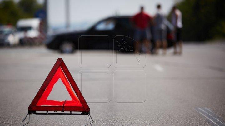 Accident în Capitală. Două persoane au ajuns la spital după ce şoferul unui BMW nu a păstrat distanţa (VIDEO)