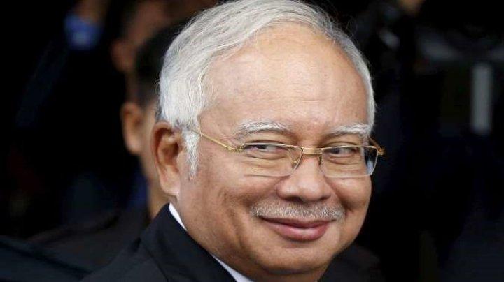 Bunuri estimate la 234 de milioane de euro, găsite la fostul premier malaezian acasă