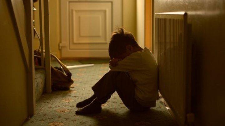 CAZ ŞOCANT la Iaşi! Un adolescent de 15 ani și-a violat fratele de doar trei ani