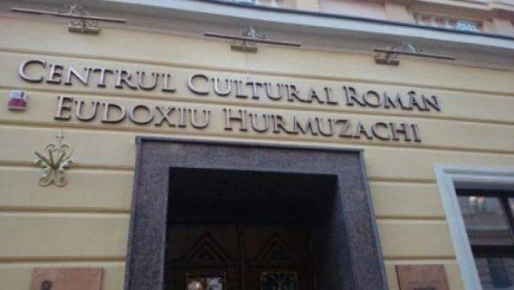 Tensiuni între România şi Ucraina, după ce uşile Centrului Cultural Român din Cernăuți au fost sparte de agenţii SBU