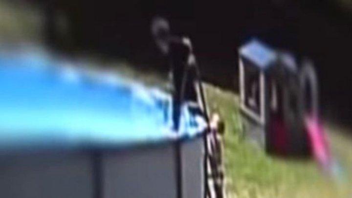 Un copil de 17 luni a supraviețuit după ce a căzut într-o piscină și nu a respirat de 5 minute (VIDEO)