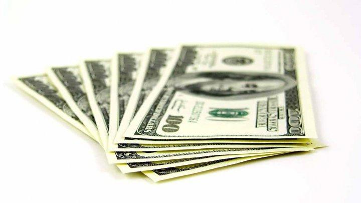 O femeie a furat peste 1 milion de dolari de la BMW pentru a-și cumpăra un Ford Mustang și bilete de avion