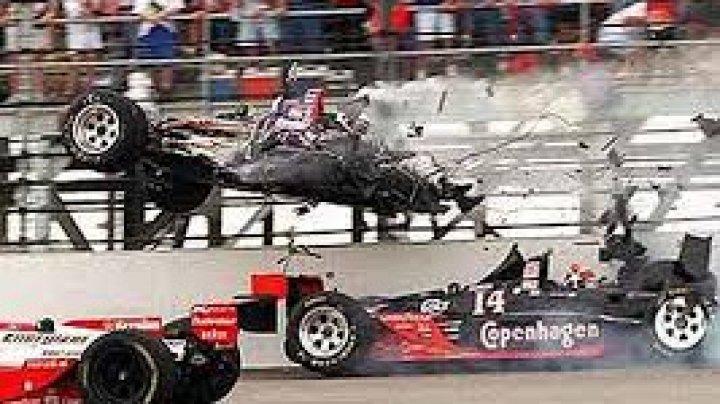Accident în cea de-a doua zi a Marelui Premiu de IndyCar: Maşina de siguranţă s-a lovit de zidul de protecţie