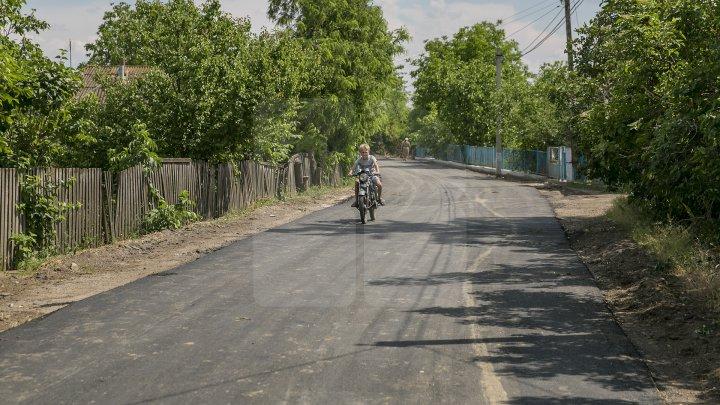 Programul Drumuri bune pentru Moldova: Încă patru sate din raionul Floreşti au drumuri RENOVATE (FOTOREPORT)