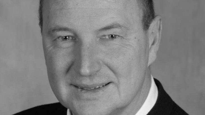 Caz şocant în Germania! Primarul unui oraş din Bavaria a murit în timpul unei şedinţe a consiliului municipal