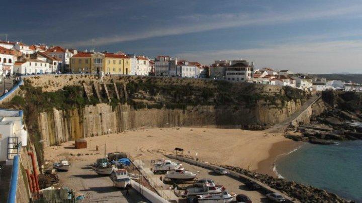 Vacanţă cu final tragic. Doi turişti au murit în Portugalia în timp ce încercau să-şi facă un selfie