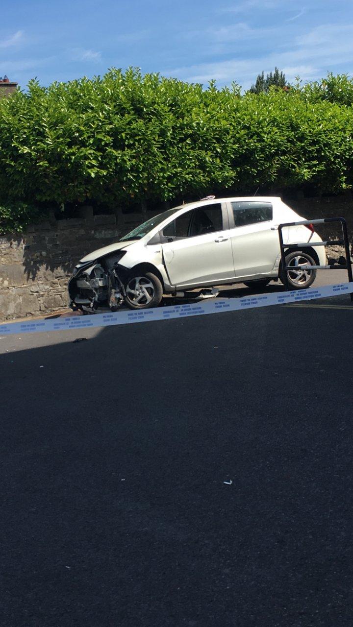 ÎNGROZITOR: Trei pietoni, răniţi grav după ce un şofer a dat cu maşina peste ei. Mai multe ambulanţe, trimise la faţa locului
