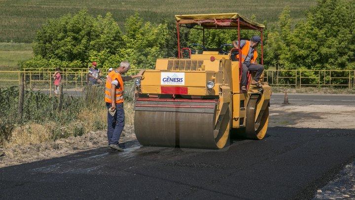 Chiril Gaburici: Cetățenii pot sesiza Ministerul Economiei și Infrastructurii dacă au depistat nereguli în timpul lucrărilor de reparație a drumurilor (FOTOREPORT)