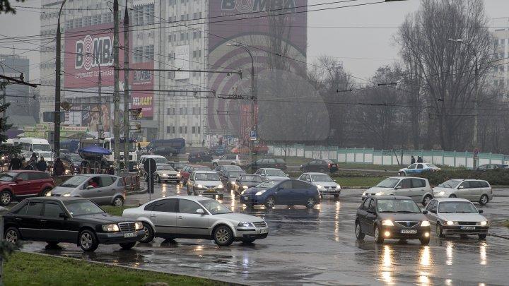 InfoTrafic: Timp ploios, carosabil umed, conduceți cu prudență