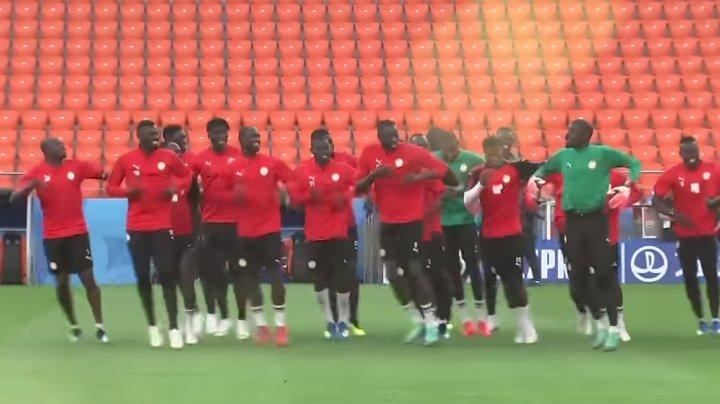 SENEGAL, CHEIA SUCCESULUI. Fotbaliștii africani dansează la fiecare antrenament (VIDEO)