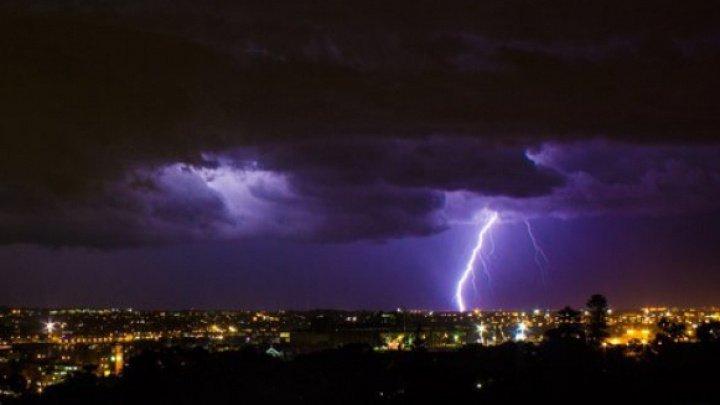 Furtuna ucide oameni în România: Un bărbat a murit lovit de fulger, iar alţi trei au fost răniţi