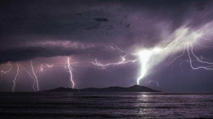ATENŢIE, moldoveni, dacă plecaţi la mare în Grecia! Autorităţile au emis COD ROŞU de vreme extremă