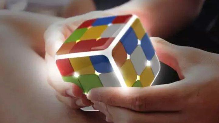 Cubul Rubik a fost reinventat. Cel mai nou model, GoCube le depăşește pe toate (VIDEO)