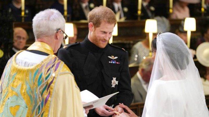 David şi Victoria Beckham scot la licitaţie ţinutele intens discutate de la nunta prinţului Harry (FOTO)