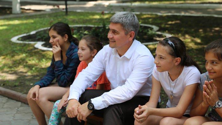 Ministrul Alexandru Jizdan a vizitat copiii care își petrec vacanța la Centrul de reabilitare şi recreare al MAI (FOTO/VIDEO)