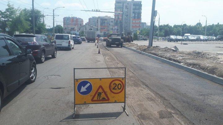 Atenţie şoferi! Strada pe care trebuie să o evitaţi pentru a nu rămâne blocaţi în trafic