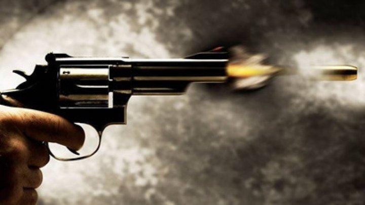 O nouă TRAGEDIE. O femeie din Capitală S-A ÎMPUŞCAT MORTAL. Victima a lăsat un BILET DE ADIO