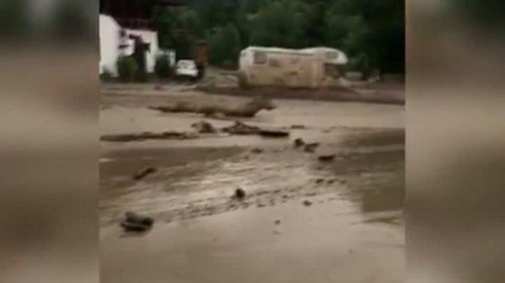 Imagini apocaliptice. O viitură puternică a năvălit în România (VIDEO)