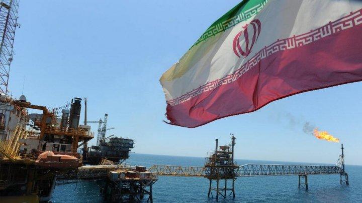 Statele Unite cer tuturor țărilor să stopeze importurile de petrol iranian până în noiembrie