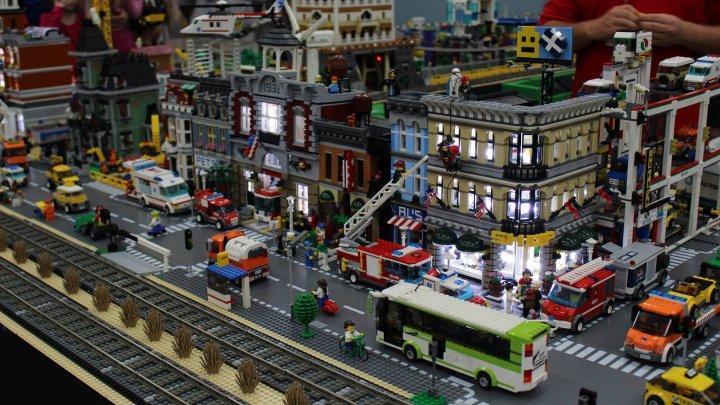 Visul copiilor, devenit realitate la Cluj. A fost deschisă cea mai mare expoziţie Lego din Europa