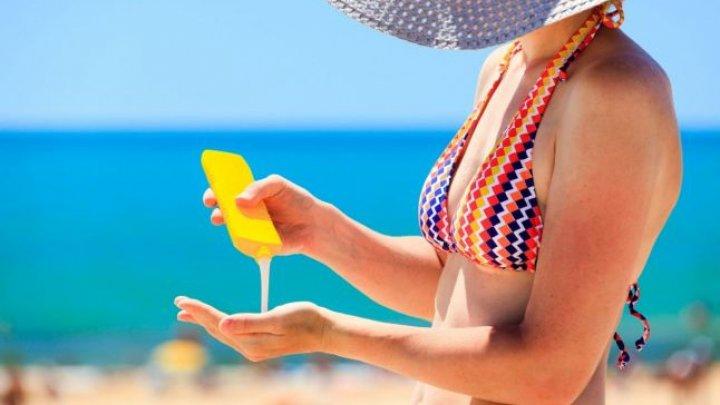 ATENŢIONARE: Nu soarele cauzează cancer, ci loţiunile de plajă