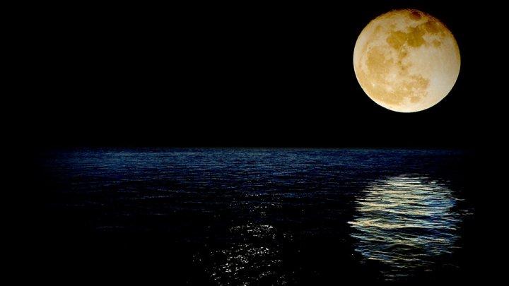 Concluzia uriaşă a unui grup de cercetători japonezi: Luna are apă
