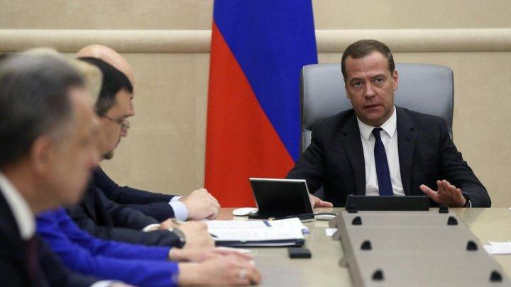 """""""Noul guvern"""" al Rusiei mărește taxele și crește vârsta de pensionare"""