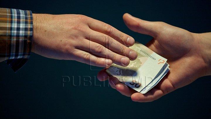 Fost polițist bănuit de trafic de influenţă. A pretins 1500 de euro ca un şofer beat să nu treacă testarea alcoolscopică