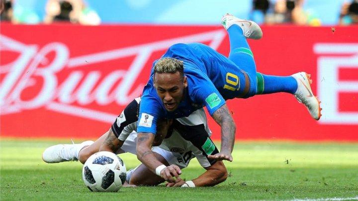 CM 2018. Un bar din Brazilia oferă o băutură gratis pentru fiecare căzătură a lui Neymar